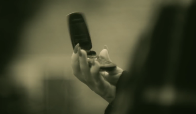 """Adele's """"Hello"""" Video – A Cell Phone Technology Flip Out"""