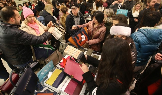 Post-Christmas Sales 2015 and Device Charging Kiosks Lure Consumers